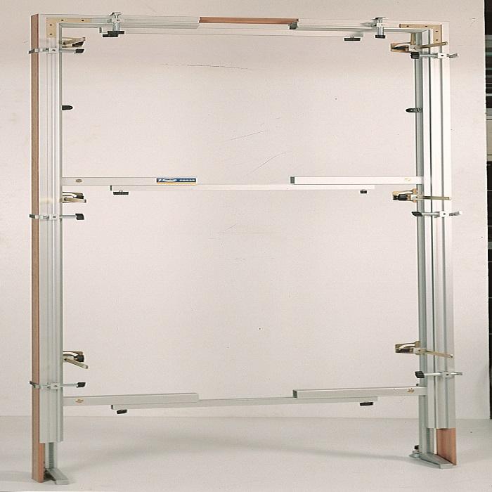 Konstrukce pro upevnění rámů dveří Virutex