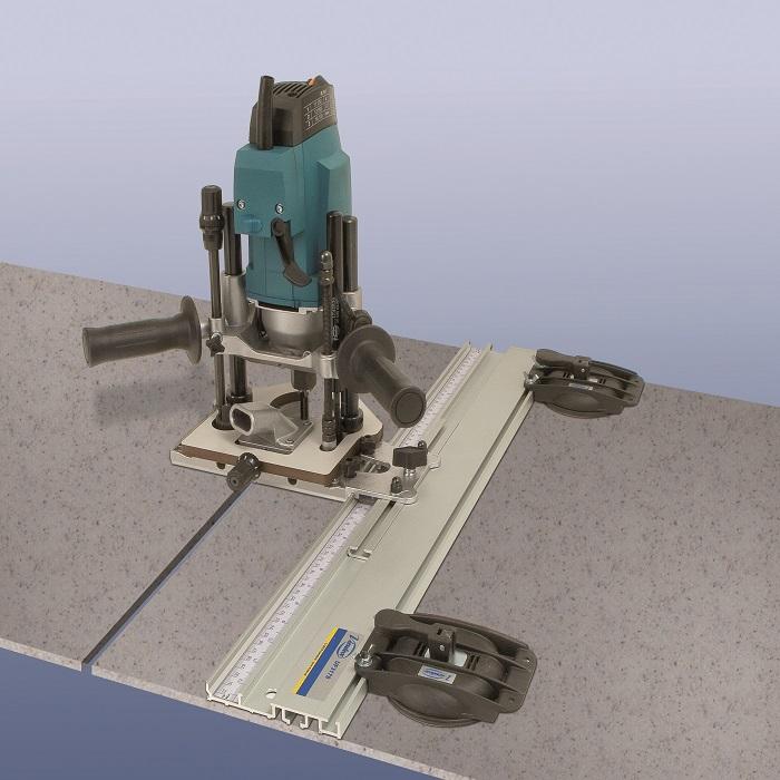 Řezací vodítko (pravítko) s přísavkami Virutex